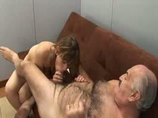 おじいちゃん と 女の子 若い
