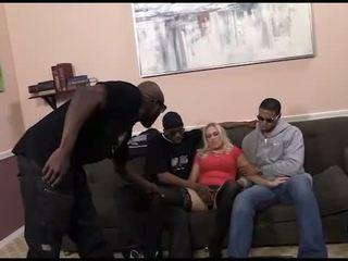 Mamalhuda anjo allwood em an inter-racial gangbang
