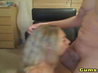 巨乳 金发 妻子 sucks 和 rides 高清晰度