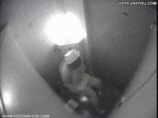 Vécé masturbation secretly captured által spycam