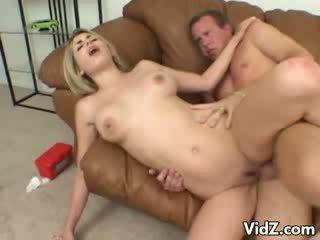 Pěkný ciera sage gets nohy nastily licked