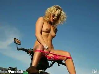 Kiara diane - daringsex solo outdoors masturbation v the mountains