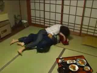 ญี่ปุ่น molested โดย เธอ husbands พี่ชาย วีดีโอ