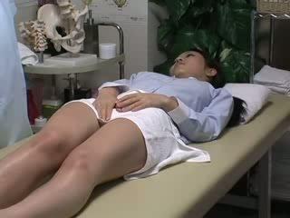 Spycam reluctant esposa seduced por masseur