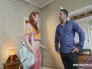 طالب emy gets lured إلى ل الفندق بواسطة ال owner