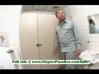 Arisa kanno 젊은 일본의 여학생 에 그만큼 욕실