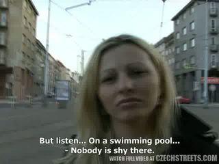 Tsjechisch streets - ilona takes cash voor publiek seks video-