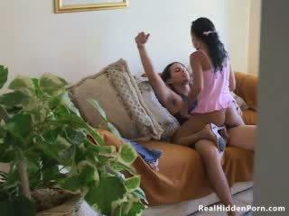 ละติน ตุ๊กตา สมัครเล่น fucks เธอ boyfriend และ โดนจับได้ โดย the nanny