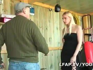 Blondīne francaise sodomisee dans un plāns a trois avec papy