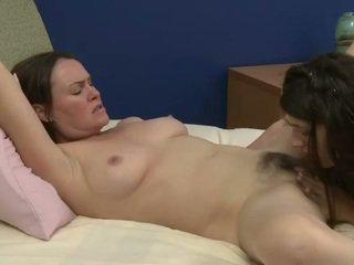 Стар и млад лесбийки prefers sweety орално секс