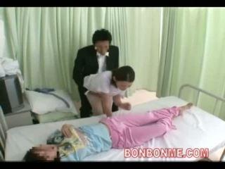 Perawat digawe nggo tangan in front of bojo 03