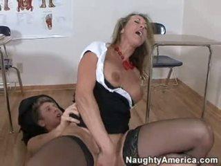 Bitchy 황금 haired brandi 사랑 likes getting cummed 에 그녀의 throat 후 a 단단한 씨발