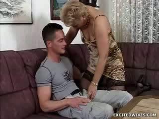 A 병아리 guy finds 그 자신 에 그만큼 운이 좋은 위치 getting offered a 둥근 의 노인들 여성 성기 에 그만큼 middle 의 그만큼 일. 동안 ge