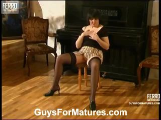 Laura And Mike Seductive Mom On Vid