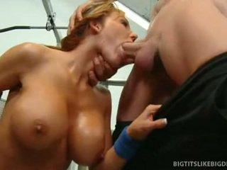 Nikki sexxx wraps lips около дебели хуй getting throat прецака дълбоко