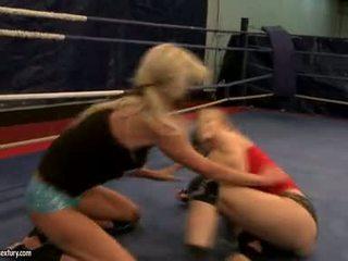 Laura krystall og michelle soaked cat fight i ring