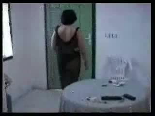 Arab mamá y two joven boys casero vídeo