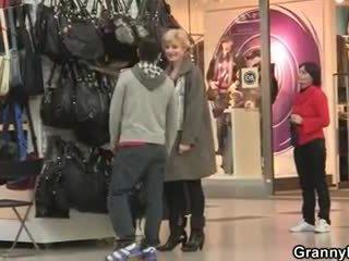 A guy picks up old blondinke in fucks ji