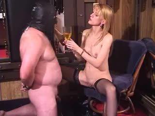 Frekk blond milf dominatrix bisarr femdom piss drikking