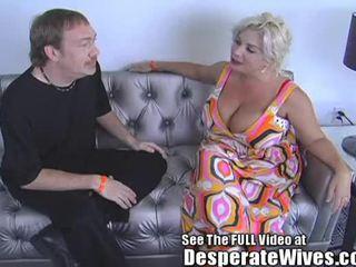 Desperate žmona claudia marie eats cum!min