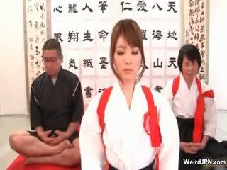 Pievilcīgas japānieši karate skaistule apvainotas part6