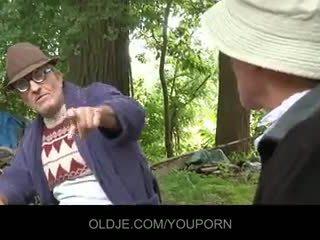Vana farts pleasing kiimas tšikk sisse the woods