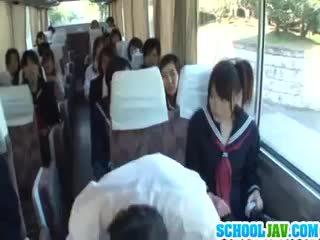 Tini tovább egy nyilvános busz puts neki arc -ban egy busz rider lap