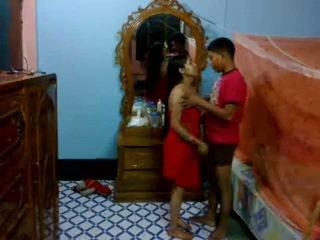 Honeymoon indieši pair uz viņu guļamistaba