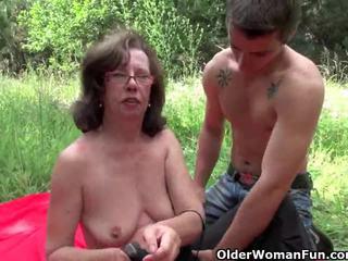 Nenek gets beliau asshole invaded outdoors