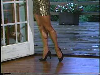 Joanne mccartney shows od ji čudovito noge v skratka krilo