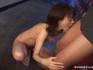 Japoniškas ai himeno gives jį a gražus čiulpimas