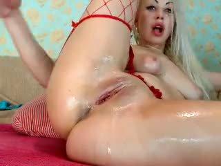 Bjonde vajzë fist të saj bythë në kamera