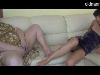 المرأة الجميلة كبيرة جدة و شاب فتاة استمناء معا فيديو