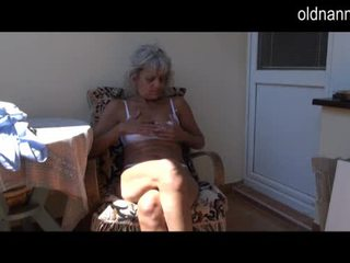 Vilain plus vieille masturbation avec jouet vidéo