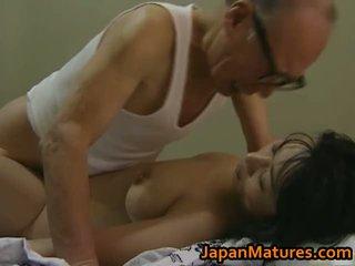 Hot asiatisk babe has eldre sex