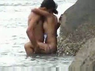 Fucking at beach baecause thought nobody was looking Video