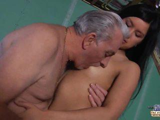 Vecchio insegnante gets un sesso pausa da giovane studente