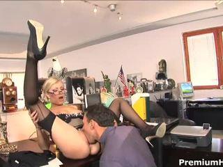 Pejabat perempuan tak senonoh donna bell gets rammed