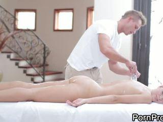 Massaaž koos koerapoos keppimine