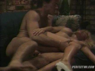 Mare colecție de inter rasial sex clipuri de la dvd box
