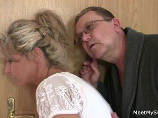 On leaves a sensuous parents seduces jeho pikantní nymph