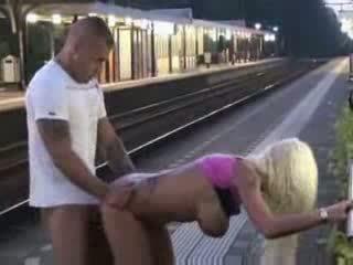 Público mamada y sexo en tren estación vídeo
