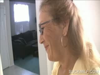 Mamma og kvinne suging en dong