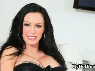 Jenna Presley look hot laying on her bed masturbat