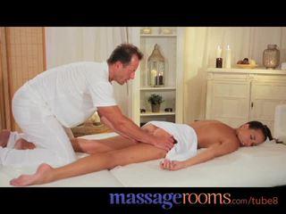Масаж rooms сексуальна модель gets expert лікування і has глибоко хардкор оргазм