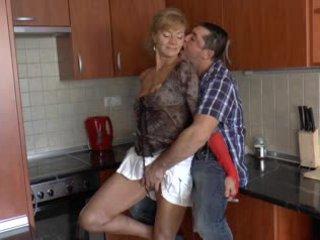 Poraščeni nemke babica loves analno - r9