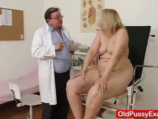 Vieux blonde fille has son hoo hoo bumped par une docteur