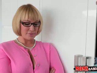 Katerina é legal com sexo a 3 com madrasta