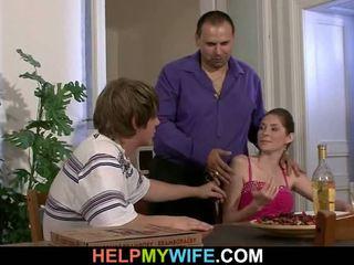 পিজা মানুষ does তার teenaged পুমা