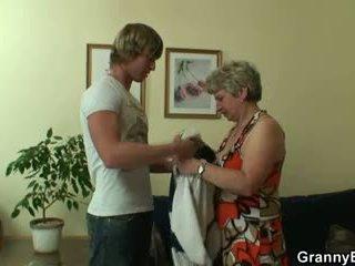 May mắn guy fucks lonely bà nội